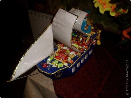 Вот 12 мая у свёкра был юбилей, решили с мужем подарить такой корабль - это мой первенец:)! Если есть замечания по работе, выслушаю и приму к сведению. фото 4