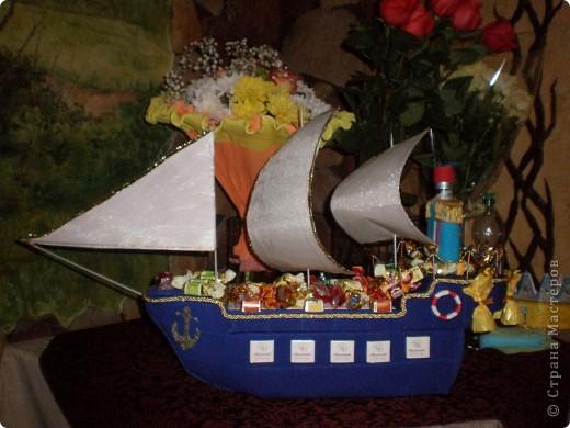 Вот 12 мая у свёкра был юбилей, решили с мужем подарить такой корабль - это мой первенец:)! Если есть замечания по работе, выслушаю и приму к сведению. фото 2