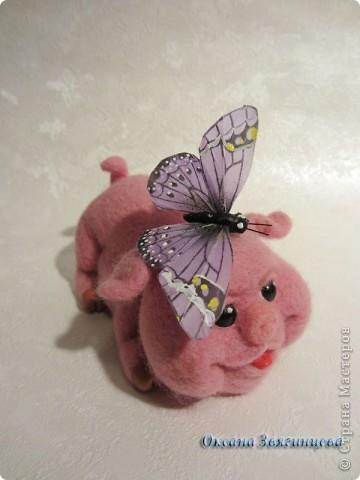 Хочет бабочку поймать. фото 1