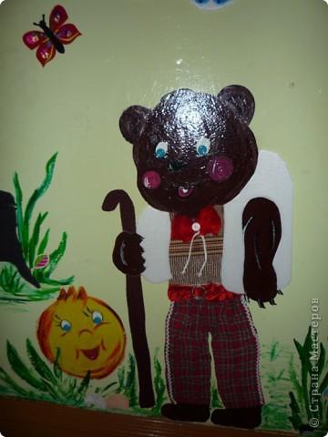 Новая стенка в группе сына. В саду уже не работаю, а оформлять  группы для сына хожу. Стена сенсорная, нарисованы  красками акриловыми художественными - голова и  конечности , все остальное из ...... фото 6
