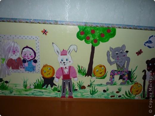 Новая стенка в группе сына. В саду уже не работаю, а оформлять  группы для сына хожу. Стена сенсорная, нарисованы  красками акриловыми художественными - голова и  конечности , все остальное из ...... фото 1