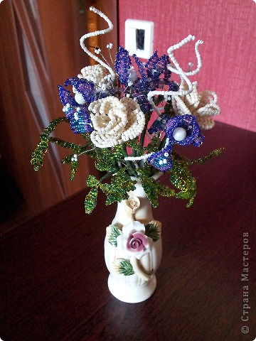 Поделка изделие Бисероплетение букет цветов из бисера Бисер Гипс Проволока.