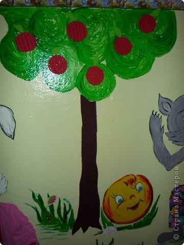 Новая стенка в группе сына. В саду уже не работаю, а оформлять  группы для сына хожу. Стена сенсорная, нарисованы  красками акриловыми художественными - голова и  конечности , все остальное из ...... фото 5