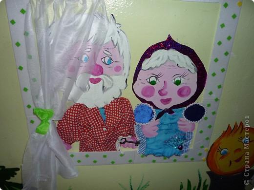 Новая стенка в группе сына. В саду уже не работаю, а оформлять  группы для сына хожу. Стена сенсорная, нарисованы  красками акриловыми художественными - голова и  конечности , все остальное из ...... фото 2