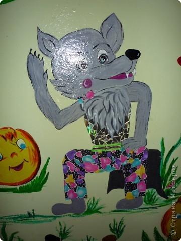 Новая стенка в группе сына. В саду уже не работаю, а оформлять  группы для сына хожу. Стена сенсорная, нарисованы  красками акриловыми художественными - голова и  конечности , все остальное из ...... фото 3