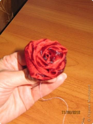 Просили меня показать как я делаю розы для моих топиариев. Извините что так долго собиралась. Нарезаем ткань полосками 60*8 см фото 1