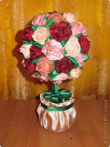 Просили меня показать как я делаю розы для моих топиариев. Извините что так долго собиралась. Нарезаем ткань полосками 60*8 см фото 15
