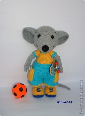 В онлайне с Патамуштой связан вот такой Крысик. Он и в футбол играет, и на скейте может кататься. В общем спортивный малый! фото 4