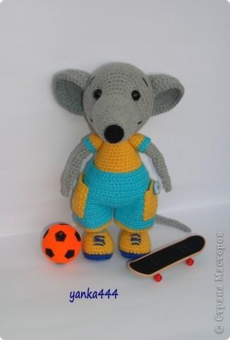 В онлайне с Патамуштой связан вот такой Крысик. Он и в футбол играет, и на скейте может кататься. В общем спортивный малый! фото 3