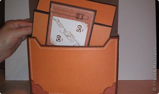 1.Ну вот, собственно и подарок.Правда здесь пока видна только упаковочка к подарку. Выполнена в виде портфеля. Идея не моя. Нашла в инете. Ну, а  дизайн мой. Вид спереди. фото 5