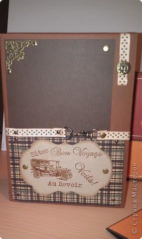 1.Ну вот, собственно и подарок.Правда здесь пока видна только упаковочка к подарку. Выполнена в виде портфеля. Идея не моя. Нашла в инете. Ну, а  дизайн мой. Вид спереди. фото 8