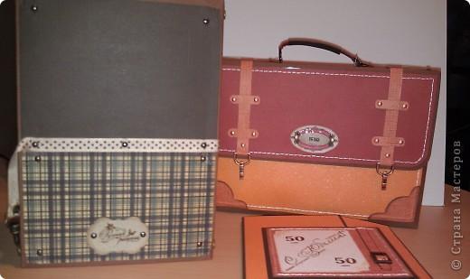 1.Ну вот, собственно и подарок.Правда здесь пока видна только упаковочка к подарку. Выполнена в виде портфеля. Идея не моя. Нашла в инете. Ну, а  дизайн мой. Вид спереди. фото 9