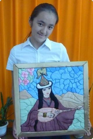 """Картину """"Девушка с домброй"""" в технике """"Пэчворк по пенопласту"""" выполнила моя ученица 8 """"В"""" класса Умарова Надира.  фото 12"""