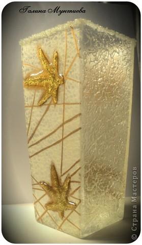 Вазочка в подарок на день рождения. Рисовая бумага с двух сторон, подрисовка золотой краской структуры бумаги, сухой золотой блеск для маникюра, прозрачная краска для создания жемчужин, на двух других сторонах моделирующая прозрачная гель-паста и окантовка по краю вазочки текстурная паста со стеклянными шариками.  фото 1