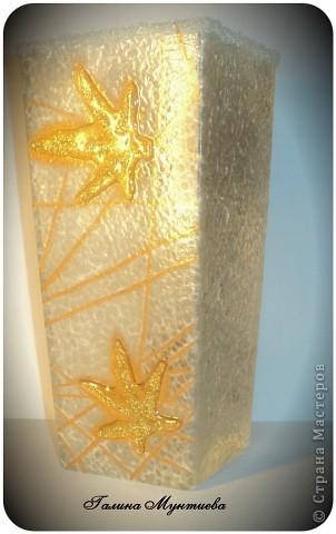 Вазочка в подарок на день рождения. Рисовая бумага с двух сторон, подрисовка золотой краской структуры бумаги, сухой золотой блеск для маникюра, прозрачная краска для создания жемчужин, на двух других сторонах моделирующая прозрачная гель-паста и окантовка по краю вазочки текстурная паста со стеклянными шариками.  фото 5
