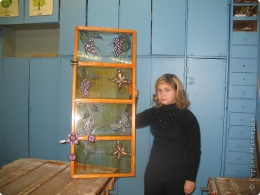 Декорирование окна выполнила Галиева Альбина 14лет МОУ ВГЛ,г.Волжск. Использовалась техника витража.  фото 1