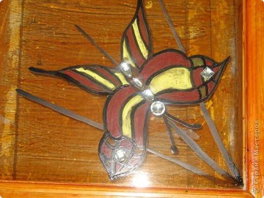 Декорирование окна выполнила Галиева Альбина 14лет МОУ ВГЛ,г.Волжск. Использовалась техника витража.  фото 5