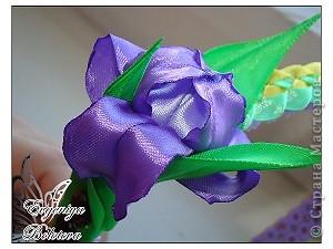 Вот такой цветок я предлагаю вам научиться делать. Я сама безумно люблю ирисы и после прогулки я просто загорелась создать его из лент. Итак,приступим. фото 11