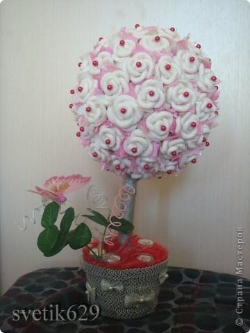Всем приветик! А я сделала Дерево из бумажных роз. Сделано с любовью от чистого сердца. Подарок для племяшки ) фото 1