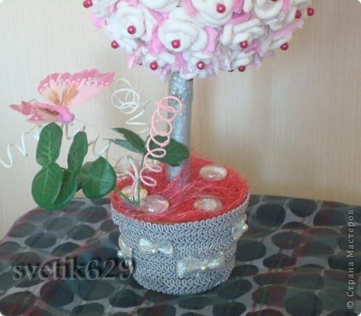 Всем приветик! А я сделала Дерево из бумажных роз. Сделано с любовью от чистого сердца. Подарок для племяшки ) фото 2