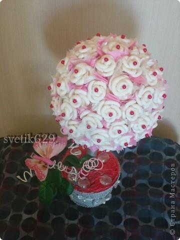 Всем приветик! А я сделала Дерево из бумажных роз. Сделано с любовью от чистого сердца. Подарок для племяшки ) фото 4