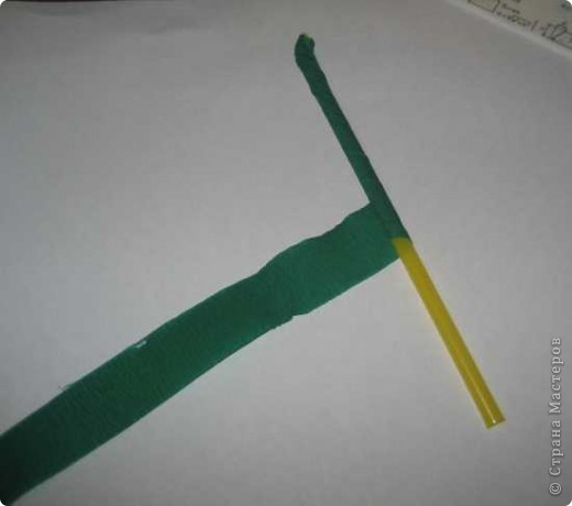 Для изготовления одного цветка василька вам потребуется: 70 голубых, 10 синих и 10 зеленых треугольных модулей и для сердцевинки цветка 1 модуль кусудамы синего цвета. фото 15