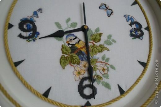 Жалко было выбрасывать старые часы. Решила обновить вышивкой.  фото 1