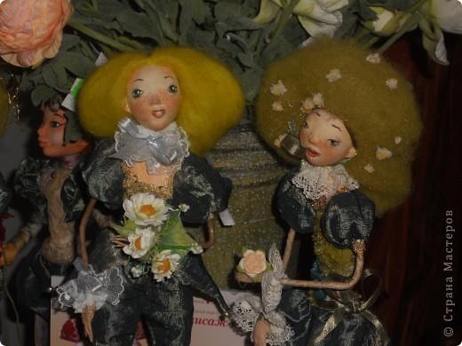 Сейчас в Воронеже проходит выставка кукол. Работы невероятные! Представленные техники потрясают воображение! Параллельно проходят мастер-классы по многим видам рукоделия. Обязательно досмотрите до конца - самые удивительные работы - последние. фото 8