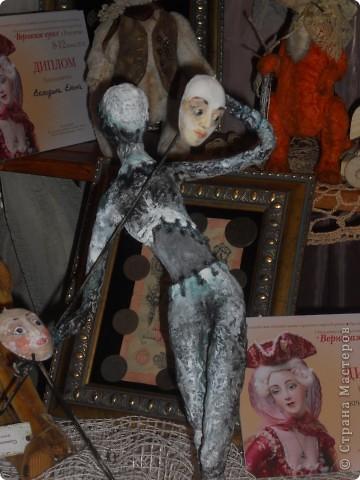 Сейчас в Воронеже проходит выставка кукол. Работы невероятные! Представленные техники потрясают воображение! Параллельно проходят мастер-классы по многим видам рукоделия. Обязательно досмотрите до конца - самые удивительные работы - последние. фото 11
