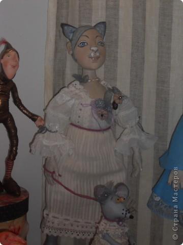 Сейчас в Воронеже проходит выставка кукол. Работы невероятные! Представленные техники потрясают воображение! Параллельно проходят мастер-классы по многим видам рукоделия. Обязательно досмотрите до конца - самые удивительные работы - последние. фото 15