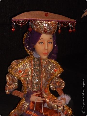 Сейчас в Воронеже проходит выставка кукол. Работы невероятные! Представленные техники потрясают воображение! Параллельно проходят мастер-классы по многим видам рукоделия. Обязательно досмотрите до конца - самые удивительные работы - последние. фото 28