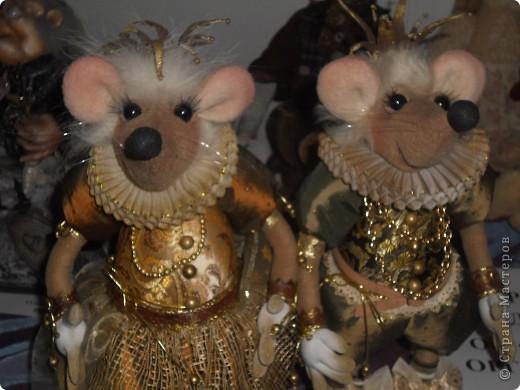 Сейчас в Воронеже проходит выставка кукол. Работы невероятные! Представленные техники потрясают воображение! Параллельно проходят мастер-классы по многим видам рукоделия. Обязательно досмотрите до конца - самые удивительные работы - последние. фото 32