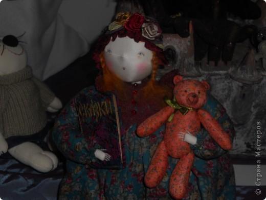 Сейчас в Воронеже проходит выставка кукол. Работы невероятные! Представленные техники потрясают воображение! Параллельно проходят мастер-классы по многим видам рукоделия. Обязательно досмотрите до конца - самые удивительные работы - последние. фото 34