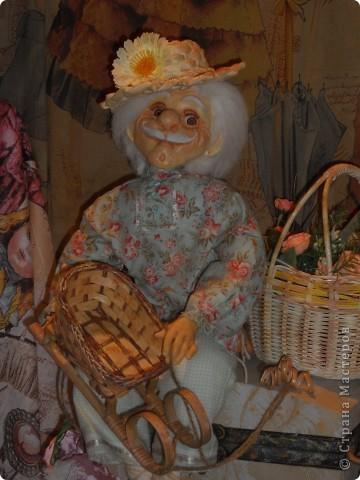 Сейчас в Воронеже проходит выставка кукол. Работы невероятные! Представленные техники потрясают воображение! Параллельно проходят мастер-классы по многим видам рукоделия. Обязательно досмотрите до конца - самые удивительные работы - последние. фото 38