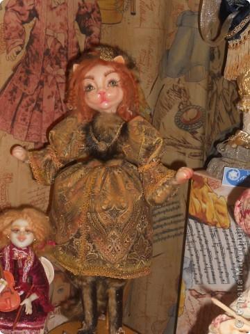 Сейчас в Воронеже проходит выставка кукол. Работы невероятные! Представленные техники потрясают воображение! Параллельно проходят мастер-классы по многим видам рукоделия. Обязательно досмотрите до конца - самые удивительные работы - последние. фото 39