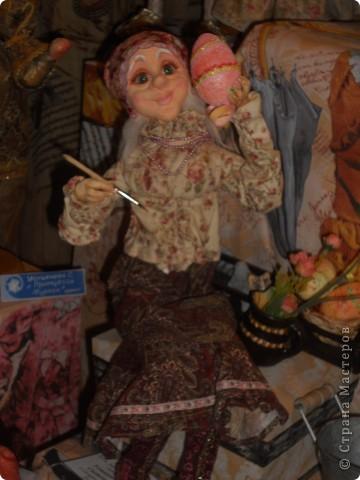 Сейчас в Воронеже проходит выставка кукол. Работы невероятные! Представленные техники потрясают воображение! Параллельно проходят мастер-классы по многим видам рукоделия. Обязательно досмотрите до конца - самые удивительные работы - последние. фото 40
