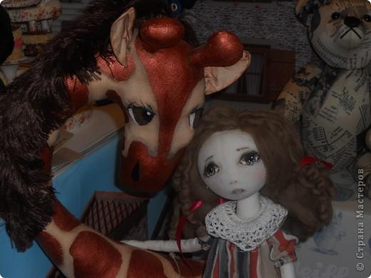 Сейчас в Воронеже проходит выставка кукол. Работы невероятные! Представленные техники потрясают воображение! Параллельно проходят мастер-классы по многим видам рукоделия. Обязательно досмотрите до конца - самые удивительные работы - последние. фото 43
