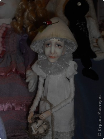 Сейчас в Воронеже проходит выставка кукол. Работы невероятные! Представленные техники потрясают воображение! Параллельно проходят мастер-классы по многим видам рукоделия. Обязательно досмотрите до конца - самые удивительные работы - последние. фото 45