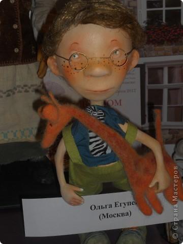 Сейчас в Воронеже проходит выставка кукол. Работы невероятные! Представленные техники потрясают воображение! Параллельно проходят мастер-классы по многим видам рукоделия. Обязательно досмотрите до конца - самые удивительные работы - последние. фото 46