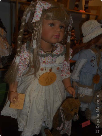 Сейчас в Воронеже проходит выставка кукол. Работы невероятные! Представленные техники потрясают воображение! Параллельно проходят мастер-классы по многим видам рукоделия. Обязательно досмотрите до конца - самые удивительные работы - последние. фото 48