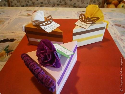 Доброго всем дня,или ночи. Скоро у моей дочки день рождения и мы решили сделать интересные приглашения-я нашла такие тортики здесь же на сайте, только они были с поздравлениями, а мы сделали как приглашения на день рождения. фото 2