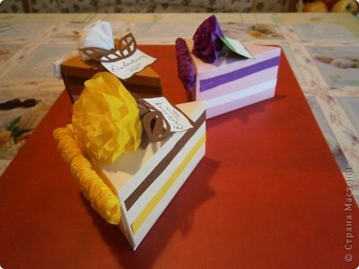 Доброго всем дня,или ночи. Скоро у моей дочки день рождения и мы решили сделать интересные приглашения-я нашла такие тортики здесь же на сайте, только они были с поздравлениями, а мы сделали как приглашения на день рождения. фото 3