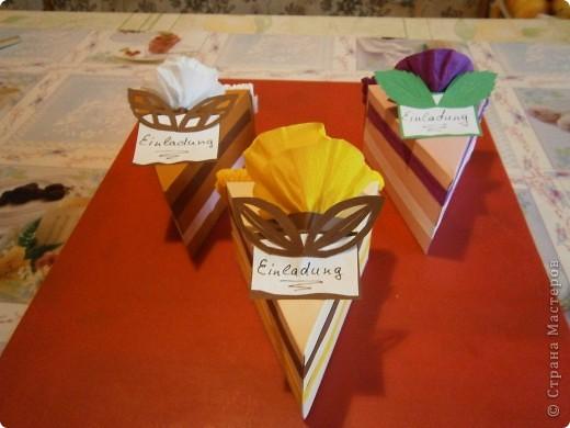 Доброго всем дня,или ночи. Скоро у моей дочки день рождения и мы решили сделать интересные приглашения-я нашла такие тортики здесь же на сайте, только они были с поздравлениями, а мы сделали как приглашения на день рождения. фото 4