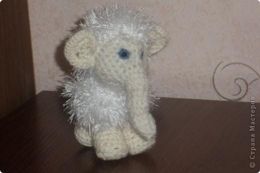 Этот мамонтенок был связан на день рождения подружке моей дочери . Надеюсь он ей понравился . Связала я его буквально за вечер . Идея пришла неожиданно пришлось поднапрячться . Сегодня он был подарен . фото 1