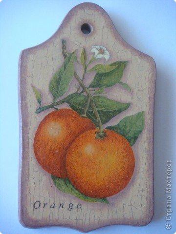 Вдогонку к Лимонной досочке ( http://stranamasterov.ru/node/374685 ) появилась Апельсиновая. Кракелюр, декупаж, подрисовка. фото 1