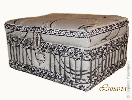 В продолжение темы о сундучках и шкатулках для рукоделия, представляю новый сундучок, сделанный из коробки. Размер 30х25х15 см. фото 4