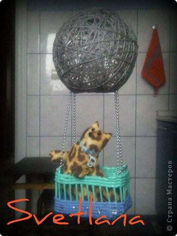 ничего особенного, но мило смотрится)))) шарики-нитки покупные (от елок новогодних остаточки....)
