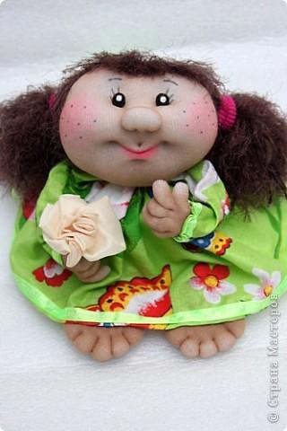 Здравствуйте дорогие жители СМ! Вот я к вам с новыми работами. Это вторая куколка из серии малышек. Сделана из капрона. Фото только одно, так как еле успела сфотографировать в процессе пошива. У неё ещё и пуговицы и другие шикарные бантики и рюшечки. Но её уже у меня забрали... фото 2