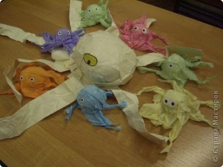 """Младшим школьникам очень нравится работать с мятой бумагой. На итоговом занятии ребята сами выбрали из своих работ те, которые представлены вам.   """"Кошки - мышки"""" фото 3"""