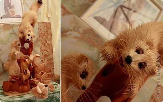 Сибирский скульптор Сергей Бобков работает обычным школьным учителем самой обычной провинциальной школы.  Он делает скульптуры зверей из стружки в натуральную величину.  С помощью стружки он даже имитирует шерсть и пух. Потрясающие работы. фото 7